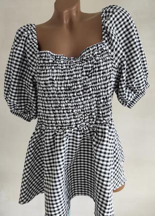 Блуза с квадратным вырезом и объёмными рукавами