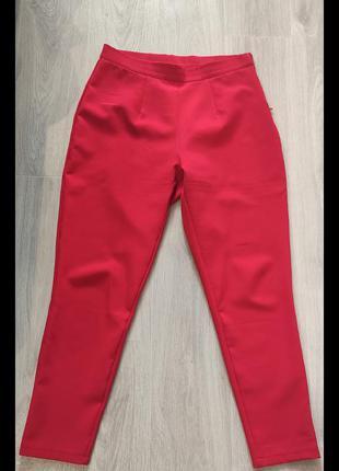 Красные классические брюки
