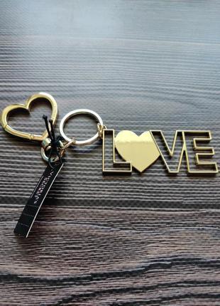 Брелок love  victoria's secret оригинал