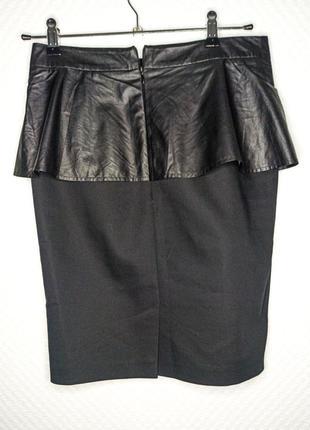 Юбка карандаш офисная с баской черного цвета