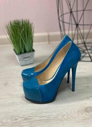 Шикарные туфли из натуральной замши с лаком 34 размер erisses