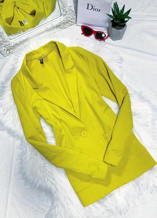 Яркий желтый пиджак прямого кроя 😍