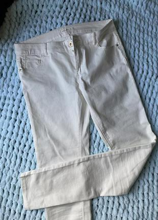 Новые белые джинсы