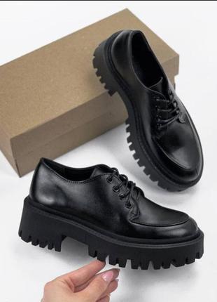 Туфли из натуральной чёрной кожи на платформе