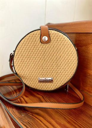 Стильная плетённая сумочка