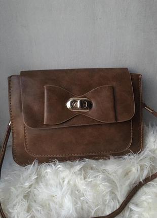 Сумка маленькая с бантиком мини сумочка через на плечо плече конверт листоноша из эко искусственной заменителя кож с длинной ручкой ремешком коричнева