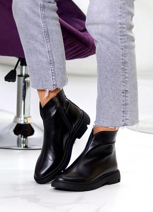 Ботинки натуральная кожа на молнии на низком каблуке