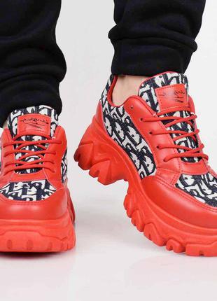 Модные женские кроссовки на масивной подошве.модель на шнуровке