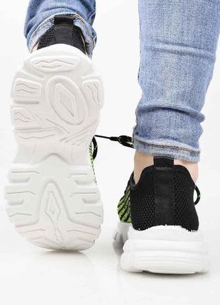 Суперлёгкие женские кроссовки из плотного неопрена.модель на шнуровке.подошва пена.3 фото