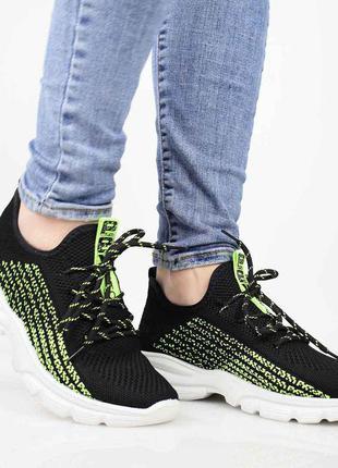 Суперлёгкие женские кроссовки из плотного неопрена.модель на шнуровке.подошва пена.2 фото