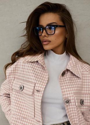 Стильная женская куртка-рубашка с отложным воротником5 фото