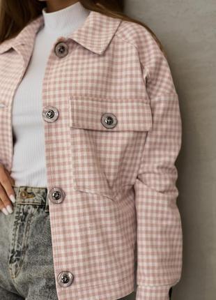 Стильная женская куртка-рубашка с отложным воротником1 фото