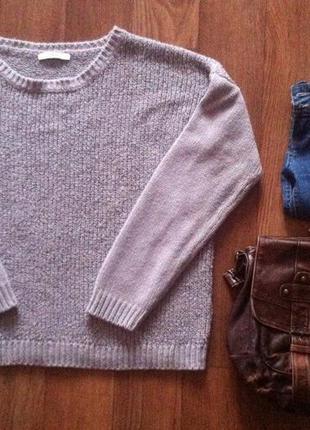 Серый свитер с красивой рельефной вязкой