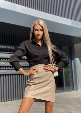 Костюм двойка кроп рубашка и юбка эко кожа3 фото