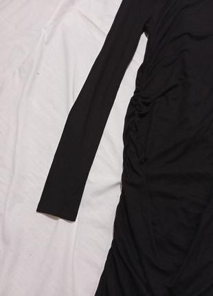 Чёрное платье миди с драпировкой по фигуре миди4 фото