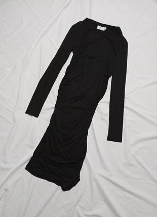 Чёрное платье миди с драпировкой по фигуре миди2 фото