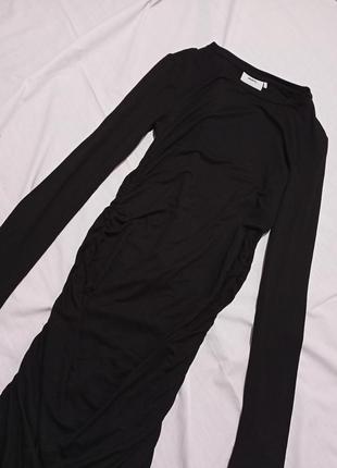 Чёрное платье миди с драпировкой по фигуре миди3 фото