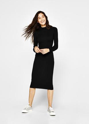 Чёрное платье миди с драпировкой по фигуре миди1 фото
