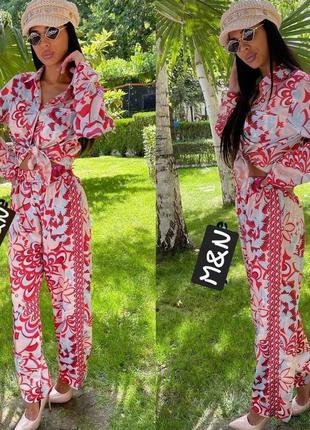 Жіночий костюм в піжамному стилі1 фото