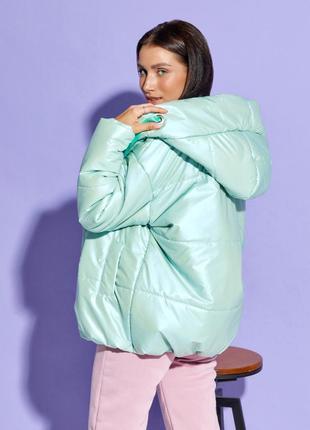 Об'ємна куртка з капюшоном3 фото