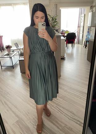 Струящееся платье плиссе
