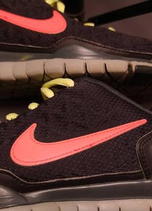 Яскраві жіночі кросівки nike h2o repel