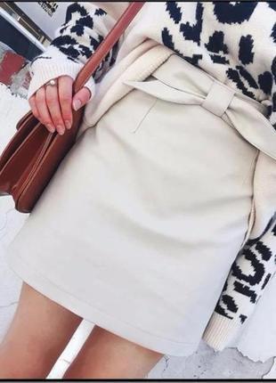 Женская кожаная юбка стильная светло-бежевая1 фото