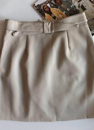 Женская кожаная юбка стильная светло-бежевая3 фото