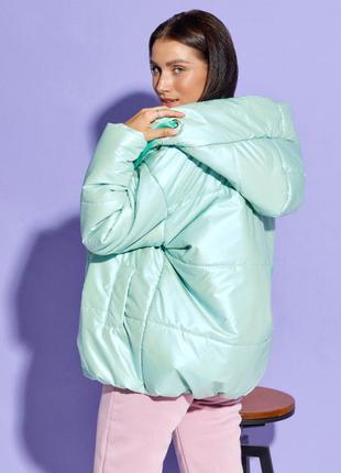 Мятная объемная куртка с капюшоном4 фото