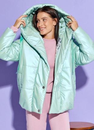 Мятная объемная куртка с капюшоном2 фото