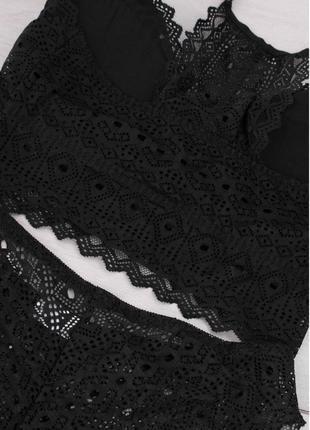 Черный кружевной комплект из бюстгальтера-топа и трусов2 фото