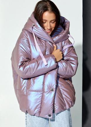 Сиреневая объемная куртка с капюшоном1 фото