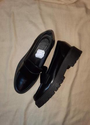 Стильные кожаные туфли-лоферы emmshu (испания)
