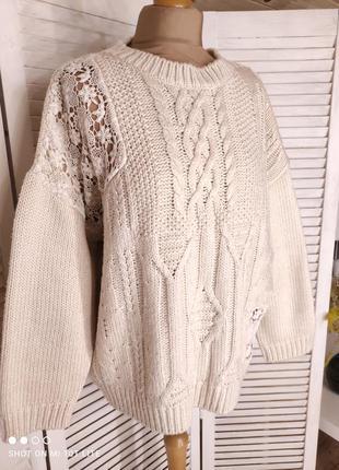 Бежевый свитер с кружевом1 фото