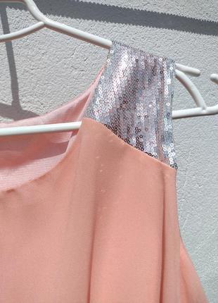 Нежное персиковое шифоновое платье с хвостом с пайетками5 фото