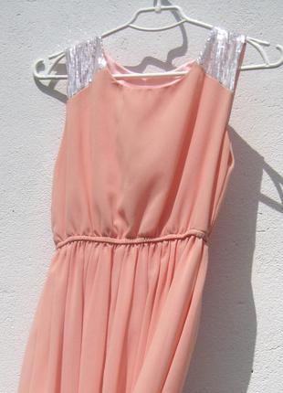 Нежное персиковое шифоновое платье с хвостом с пайетками3 фото