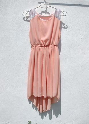 Нежное персиковое шифоновое платье с хвостом с пайетками1 фото