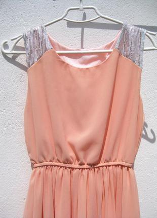 Нежное персиковое шифоновое платье с хвостом с пайетками4 фото
