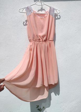 Нежное персиковое шифоновое платье с хвостом с пайетками2 фото