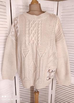 Бежевый свитер с кружевом3 фото