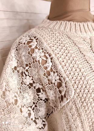 Бежевый свитер с кружевом2 фото