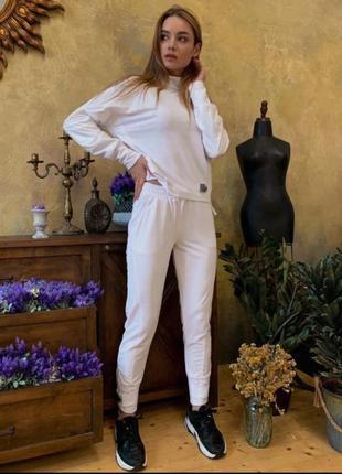 Белоснежный костюм4 фото