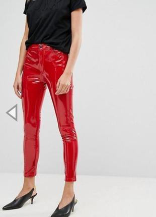 Лаковые виниловые красные брюки pull& bear