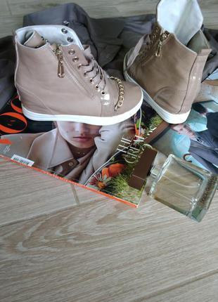 Красивые кросовки с цепочкой4 фото