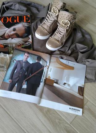 Красивые кросовки с цепочкой2 фото