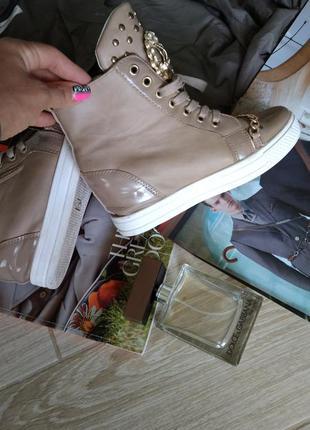Красивые кросовки с цепочкой9 фото