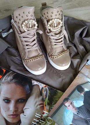 Красивые кросовки с цепочкой1 фото
