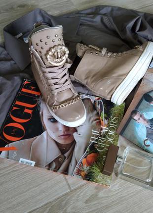 Красивые кросовки с цепочкой7 фото