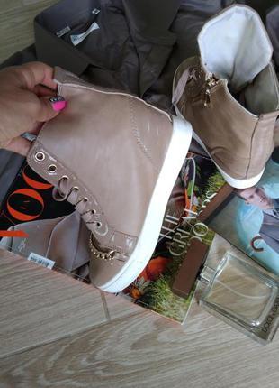 Красивые кросовки с цепочкой6 фото