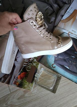 Красивые кросовки с цепочкой8 фото